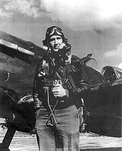 By the end of 1943 Major Joe Thompson had become commander of the 67th Reconnaissance Group's 109th Sqd and is shown here beside his Spitfire. (J. Thompson).